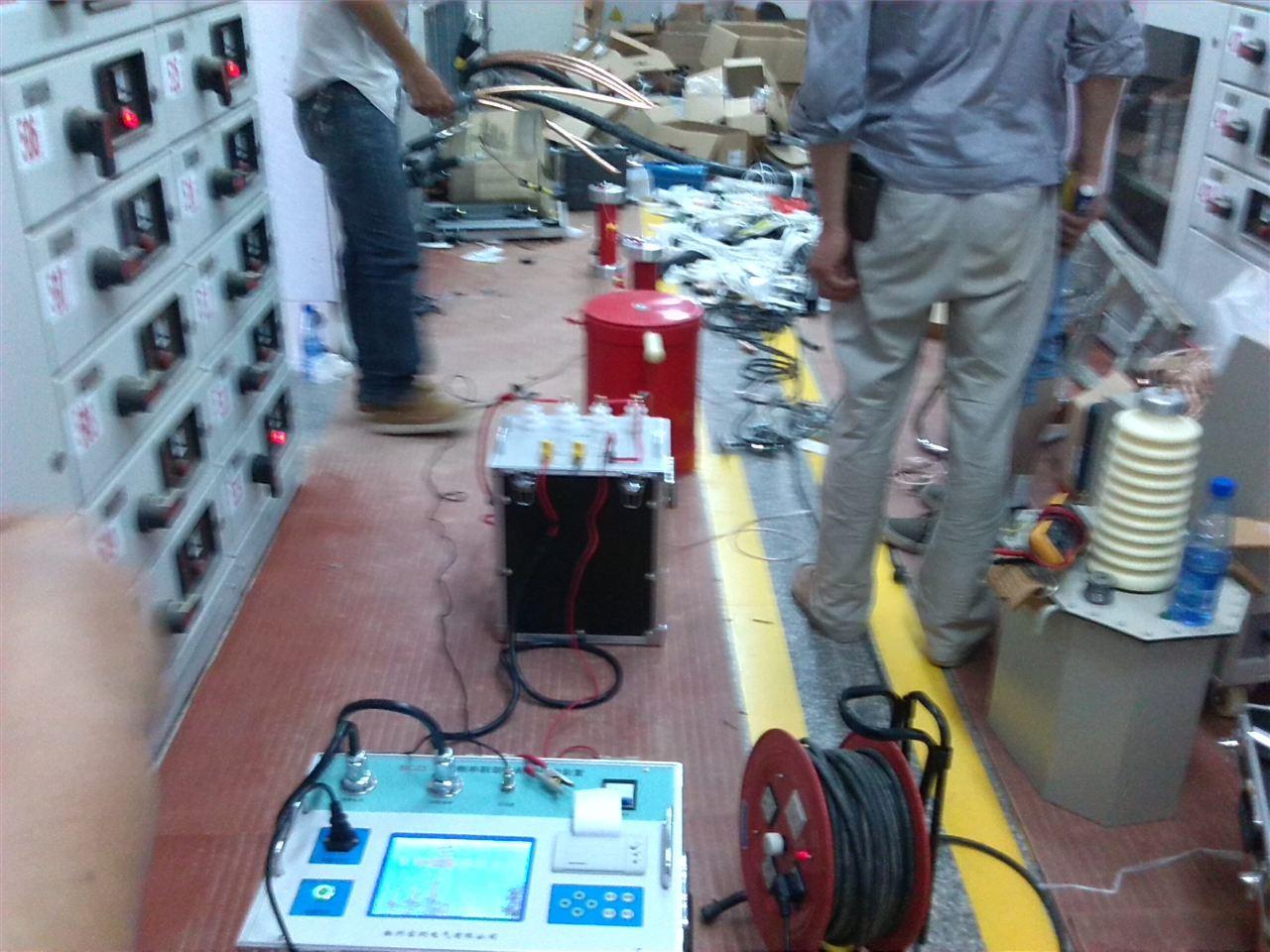 电缆直流耐压试验为额定电压4倍,时间是1分钟.